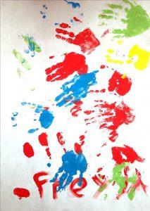 Ein Bild, auf dem viele Hände zu sehen sind.