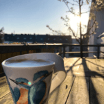 Tasse mit Vogel